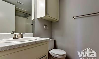 Bathroom, 2900 S 1St St, 1