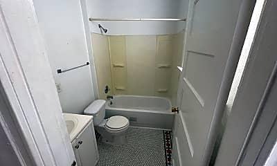Bathroom, 2748 Keokuk St, 2