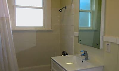 Bathroom, 2665 Chestnut St, 2