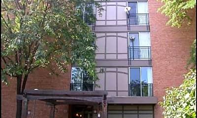 Building, 5830 Oakwood Dr 4L, 0