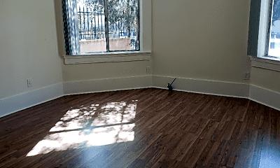 Living Room, 743 S Burlington Ave, 1
