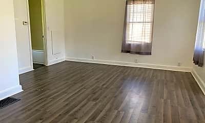 Living Room, 1212 Evergreen Ave, 1