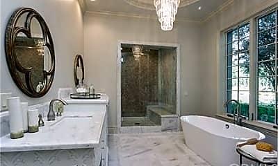 Bathroom, 18 Dovetail Ln, 2