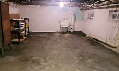 Bathroom, 1301 Linden St, 2
