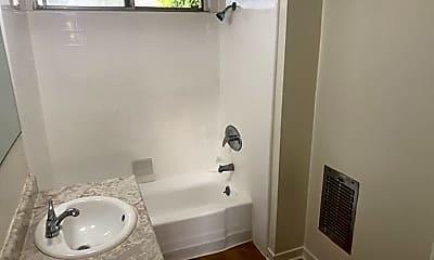 Bathroom, 401 Raymond Ave, 2