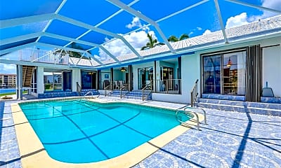 Pool, 2006 SE 47th St, 2
