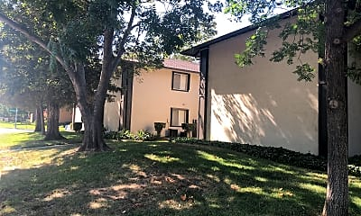 Courtwood Apartments, 2