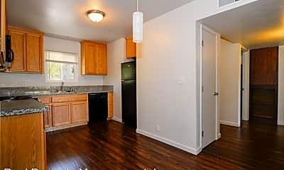 Kitchen, 2805 Pioneer Dr, 1