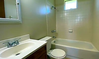 Bathroom, 1715 3rd St, 2