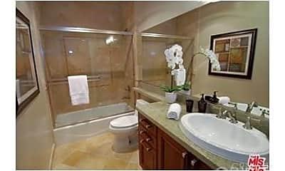 Bathroom, 11848 Kiowa Ave 304, 1