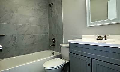 Bathroom, 661 Hernando St, 1