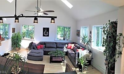 Living Room, 21 Forest St, 0