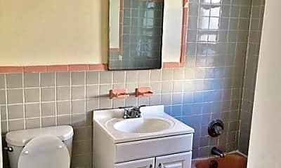 Bathroom, 21-26 29th St, 2