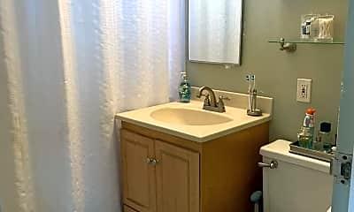 Bathroom, 750 W Broadway 3L, 2