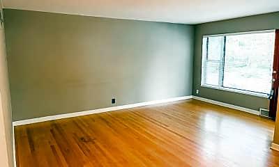 Living Room, 1501 Pinetree Ln, 1