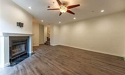 Living Room, 6002 Auburndale Ave C, 1