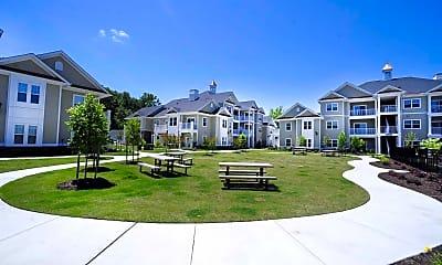 Courtyard, Fenwyck Manor Apartments, 2
