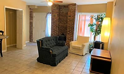Living Room, 895 Mulberry St, 1