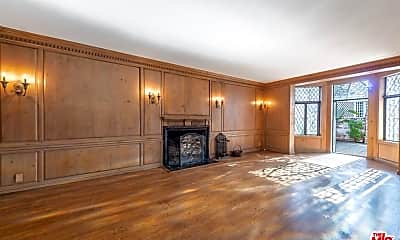 Living Room, 2055 N Las Palmas Ave, 2