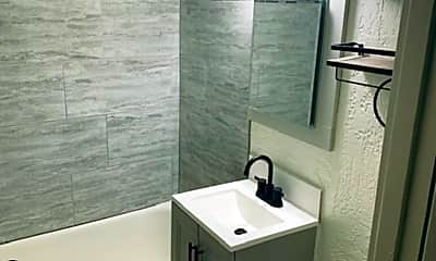 Bathroom, 1835 N 2nd St, 2
