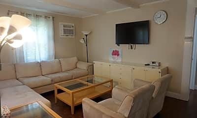 Living Room, 212 Cummings Ave, 1