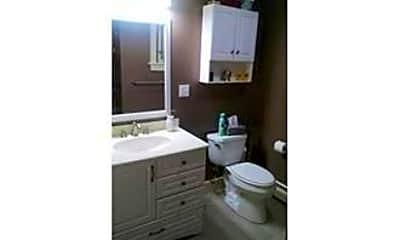 Bathroom, 370 Marlborough St, 2
