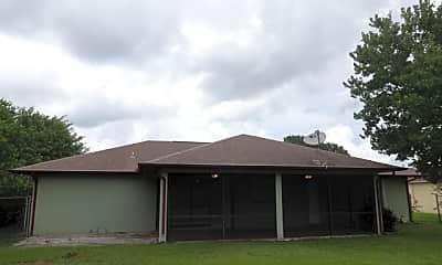 Building, 644 Sw Violet Avenue, 2