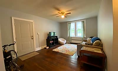 Living Room, 1320 Kenmore Ave A, 1