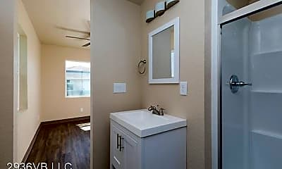 Bathroom, 2936 E Van Buren St, 2