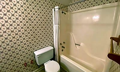 Bathroom, 209 Luntsford Ln, 2