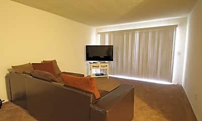 Living Room, 609 N Howard Avenue, 1