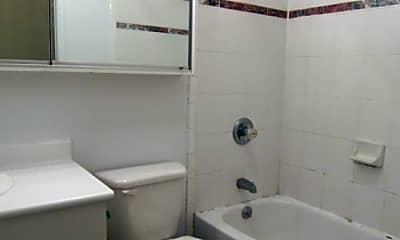 Bathroom, 441 W 50th St, 2