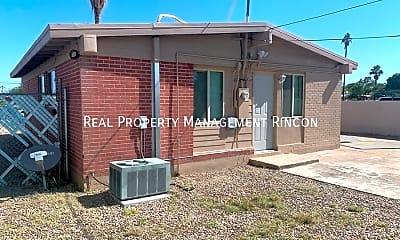 Building, 742 E Lester St, 2
