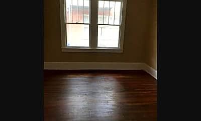 Living Room, 313 S Summit St, 2