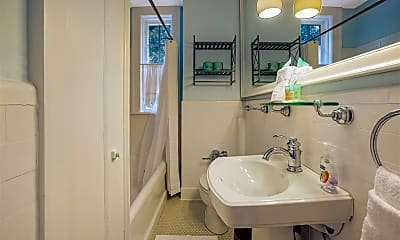 Bathroom, 805 Whitaker St, 2