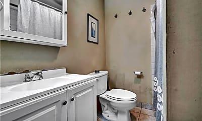 Bathroom, 585 Chapel St 3, 2