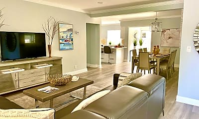 Living Room, 401 28th St, 1