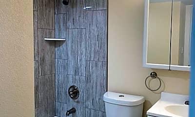 Bathroom, 921 Green Star Dr, 2