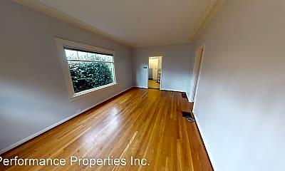Building, 5722 SE Belmont St, 1