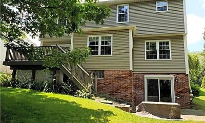 Building, 211 Hummingbird Hill, 2