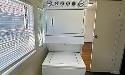 Bathroom, 3124 Harrison St, 2