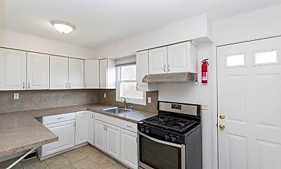 Kitchen, 1465 Morris Ave, 1