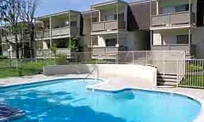 Moonraker Apartments, 1