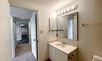 Bathroom, 250 President St 704, 2