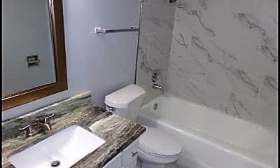 Bathroom, 1601 N Bryant #29, 2
