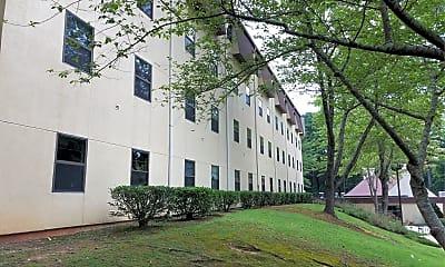 Amberwood Apartments, 2