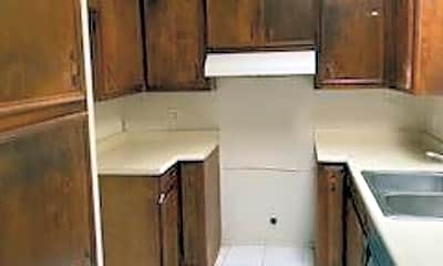Kitchen, 926 N Lauderdale Ave, 1