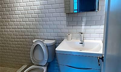 Bathroom, 299 Vanderbilt Ave 4, 1