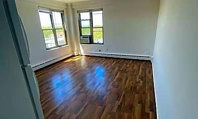 Living Room, 2630 W Berwyn Ave 508, 1