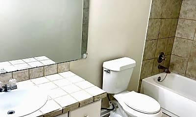 Bathroom, 401 Chisholm St, 2
